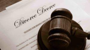 Richterhammer Scheidungspapiere auf englisch
