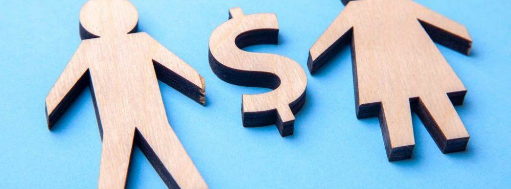 2 Holzfiguren und ein Dollar Zeichen als Symbol für die Gütertrennung